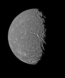 PIA00039: Titania - Highest Resolution Voyager Picture