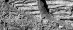 PIA01182: Very High Resolution Image of Icy Cliffs on Europa